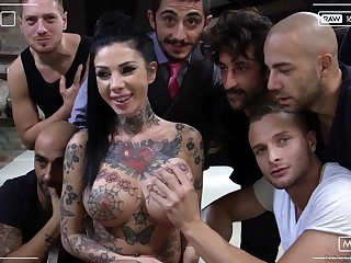 Hardcore pornstar massive orgy league together with Megan Funereal and her sluts