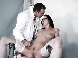 Precedent-setting BDSM session with a perverted doctor