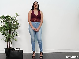 Chubby ebony babe Layloni takes absent say no to clothes on rub-down the casting couch