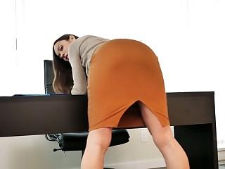 Filthy chick Alyssa Reece is masturbating her sex-crazy pussy closeup