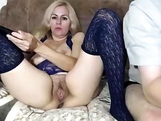 Hairy Aussie amateur pigeon-holing pussy outdoors