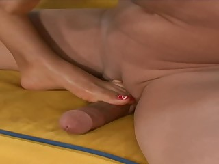 Busty Latina MILF Loona Lux gets her feet worshiped