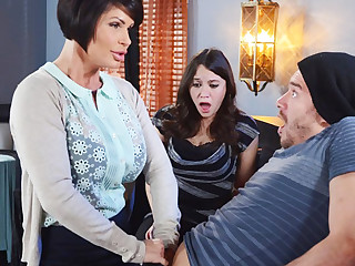 Horny mom make a proficiency everywhere her wet pussy