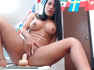 Ecuadorian Girl Einiellix (27) Riding The brush Dildo - booty procreation