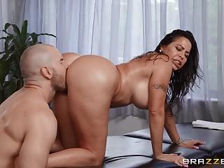 Muscular lad fucks heavy booty Latina mom in both holes