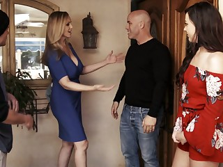 Having dropped a visit to her neighbor slutty MILF Reagan Foxx gives nice follower