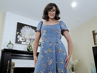 Nerdy stepmom with reference more juicy boobs Penny Barber turned more be a hot teaser