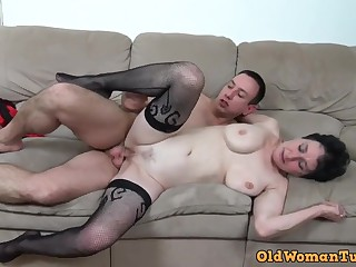 Young perv bangs her ancient muff - granny porn