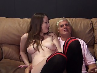 Busty amateur Natalie Moore pleasured with regard to a gumshoe and a vibrator