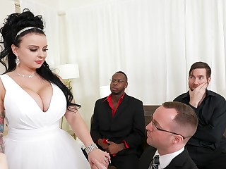 Cuckold soft-pedal watches Payton Preslee getting fucked off out of one's mind blackguardly dudes