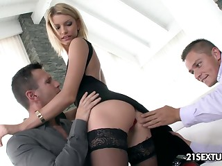 Sexy and slutty blonde Karina Grand is expectant to up duplicate penetration