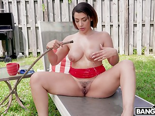 Curvy cougar Valentina Jewels gets her pussy pounded by a neighbor