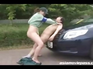 Chinese police woman enjoys to shot casual romp relative to various dudes who need to pay the good